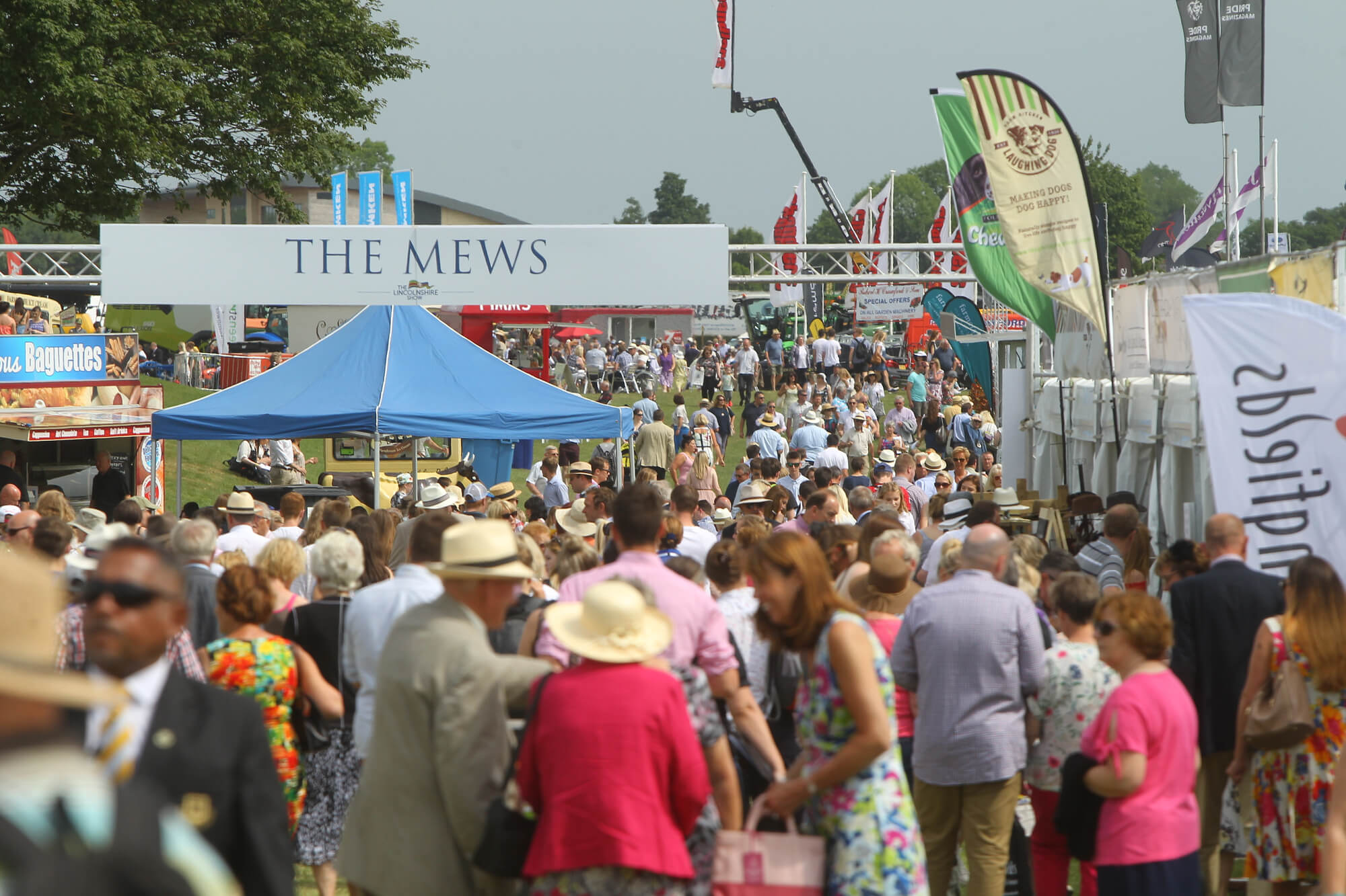 lincolnshire-county-show-ground-hardwick-windows-exhibiting-showground-2018-people-field-shops-pop-up.jpg