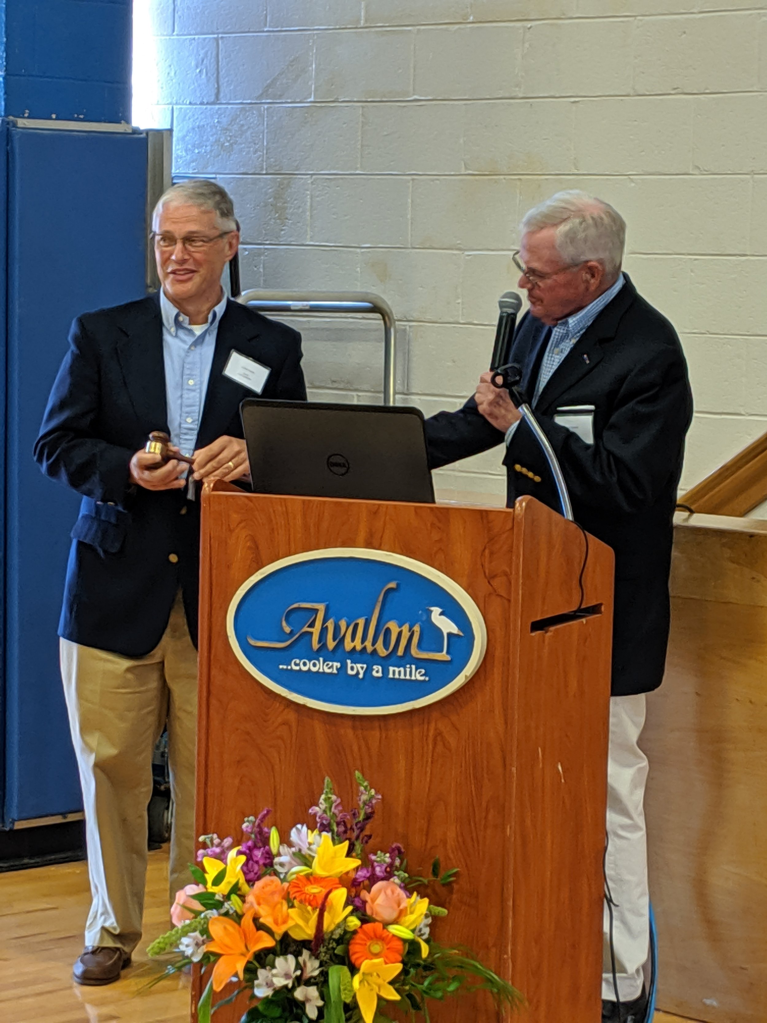 Incoming AHLOA President Chuck O'Hara (left) and outgoing President Jack Keenan (right)