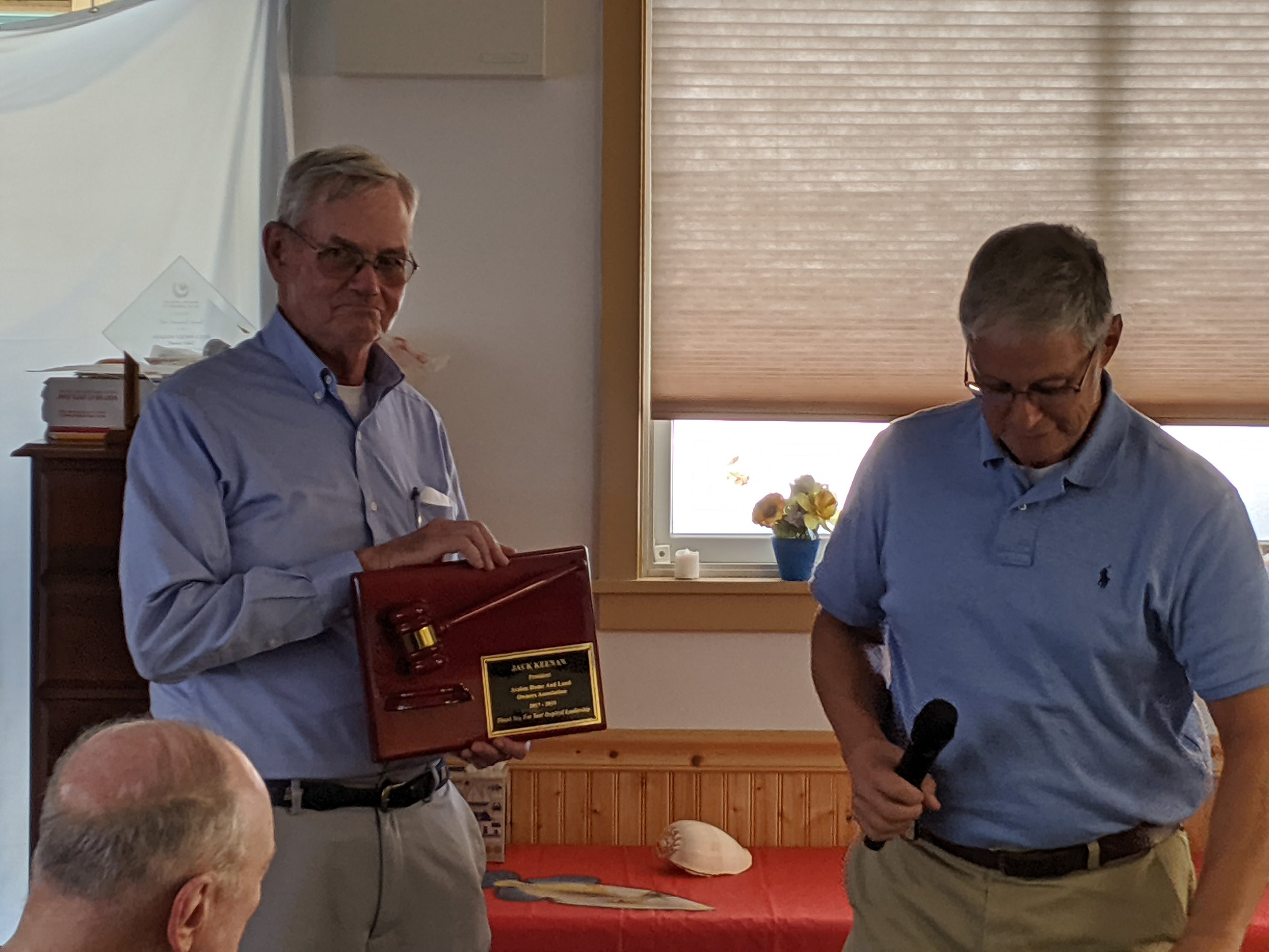 """Current AHLOA president Chuck O'Hara (right) presents """"thank you"""" plaque to former president Jack Keenan"""