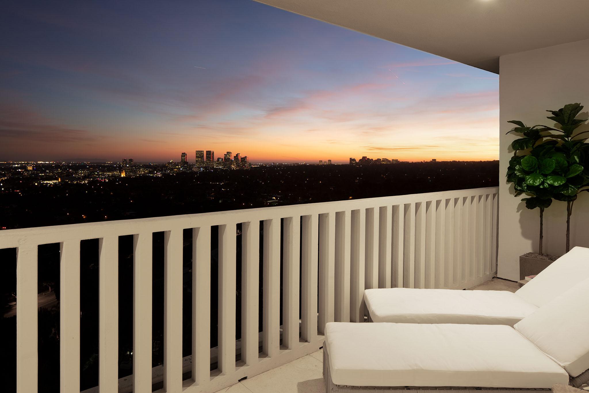 sierratowers1404-balcony.jpg