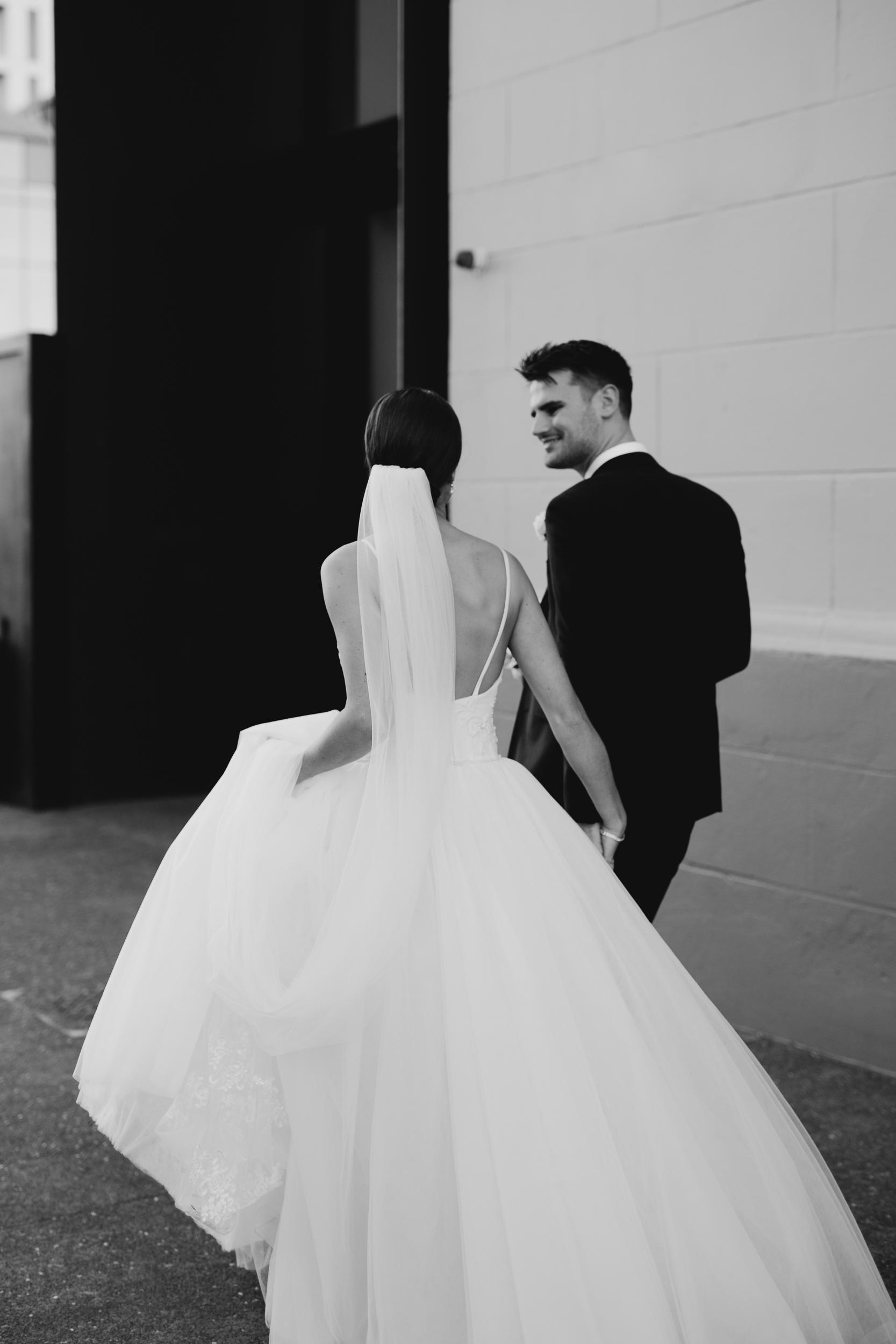 Jesse and Jessie Weddings Modern wedding minimalist bride Zac and Courtney-3.jpg