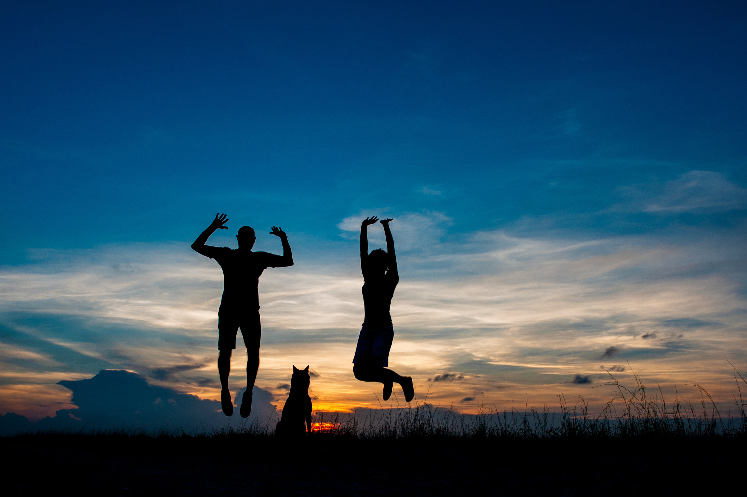 Paola-Paladini-Sunset-Silhouettes-Dog-Couple-Jump