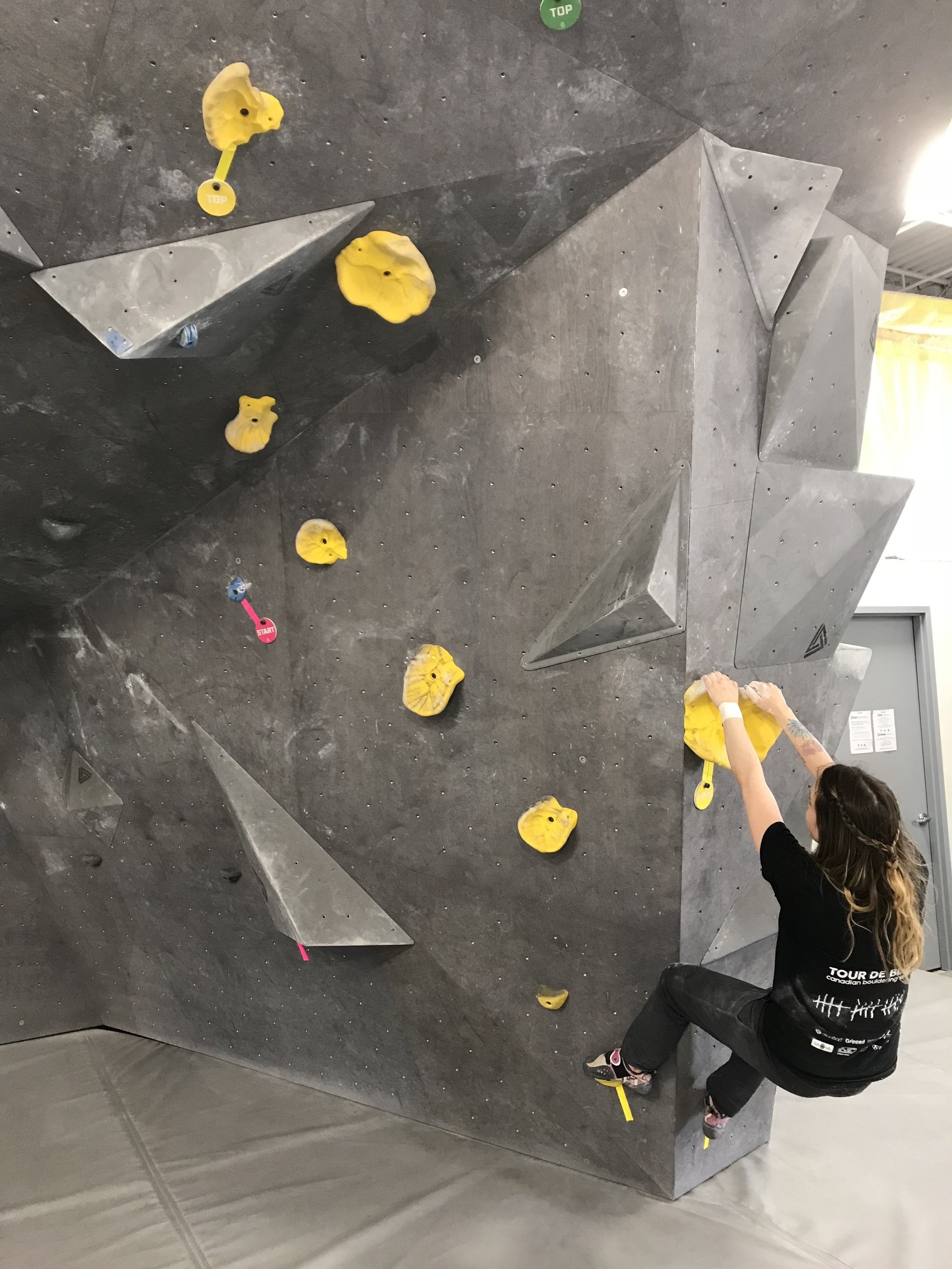 Follow your coloured holds from the START to the TOP. Grey volumes are always in: you can grab them and step on them, regardless of your climb's colour. -