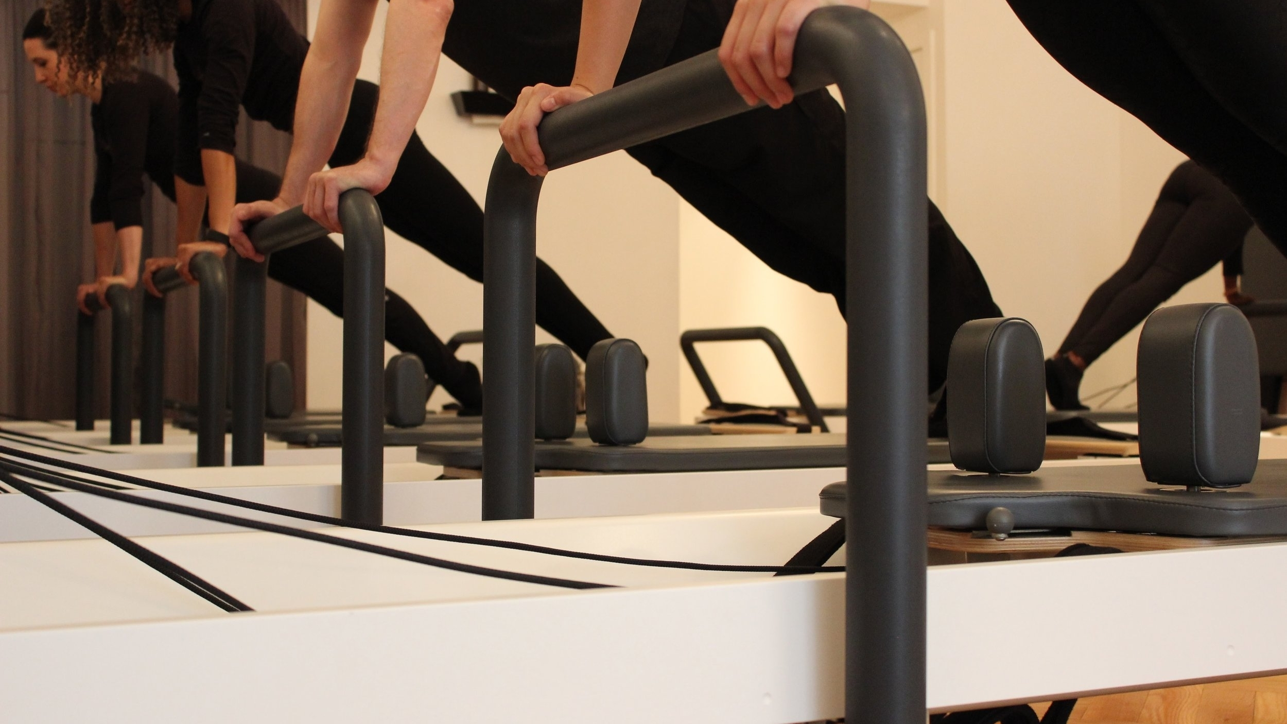 Pilates Reformer Benefits - INCREASE CORE STRENGTHIMPROVE POSTURE & FLEXIBILITYREDUCE MUSCLE & BACK PAIN