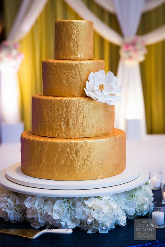 wedding - Gold_impressioned_fondant_1024.jpg