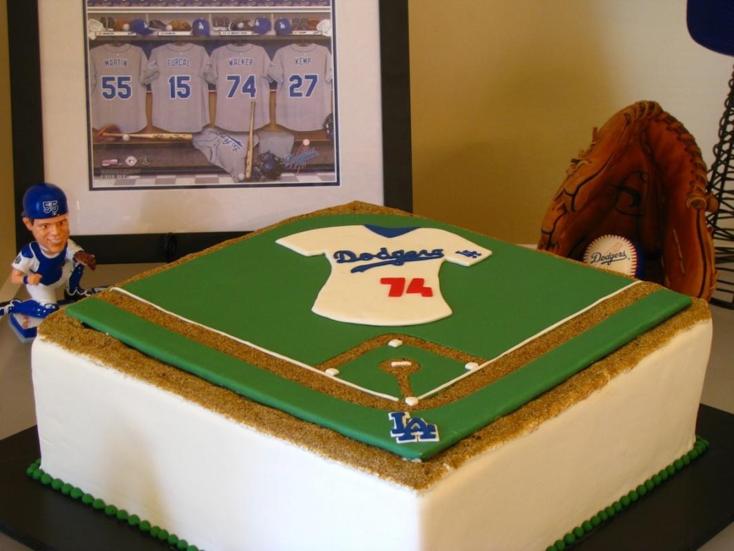 grooms cake - dodgers baseball.jpg