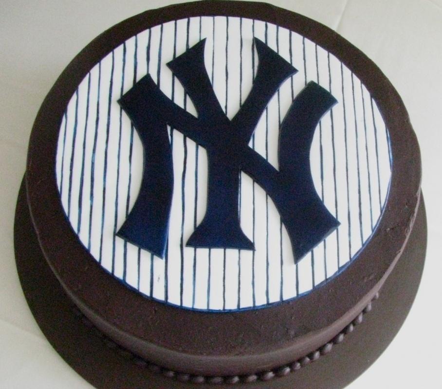 grooms cake - new york yankees.jpg