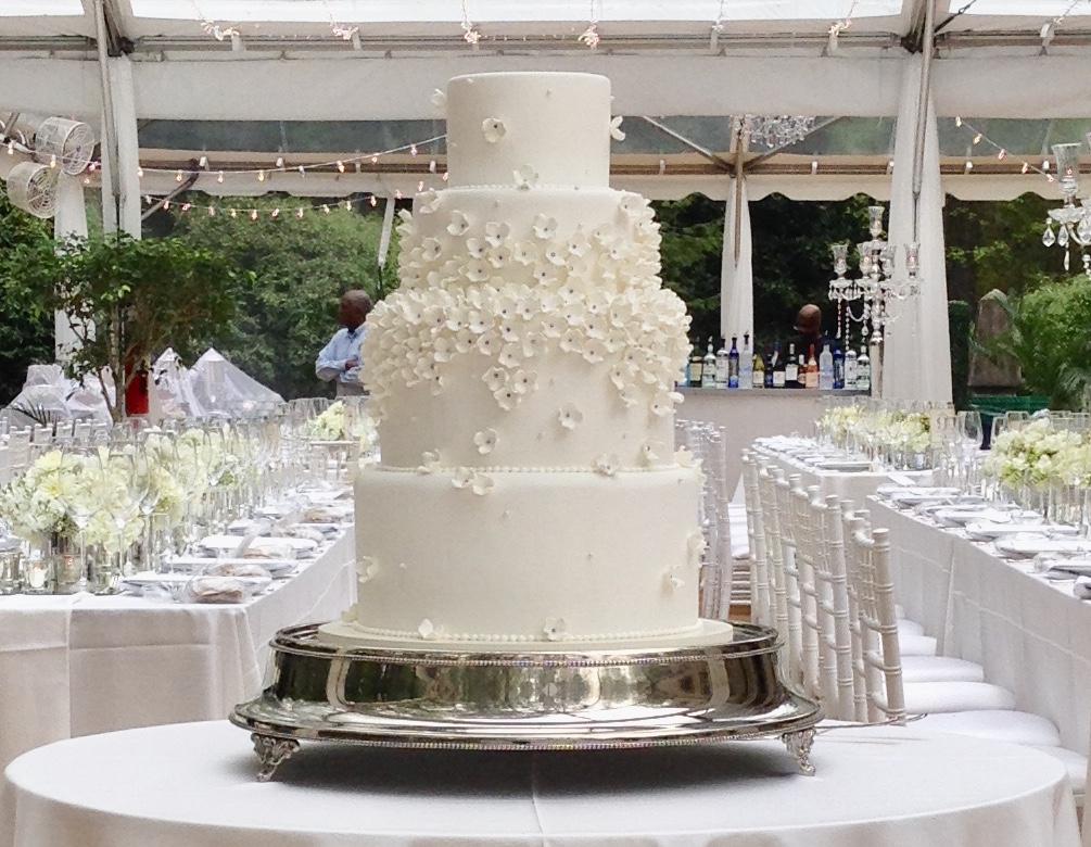 wedding cake - Hydrangia blossoms.jpg