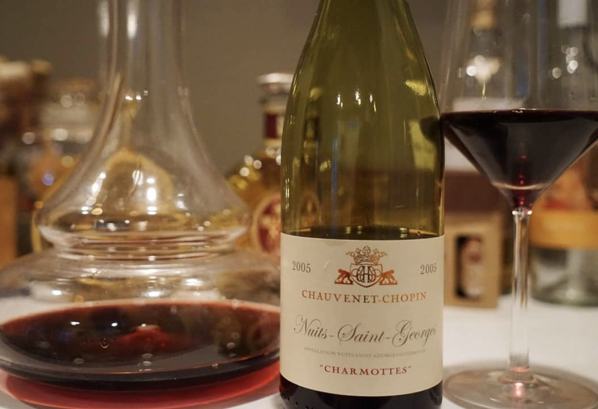 DOMAINE Chauvenet-Chopin - Domaine Chauvenet-Chopin is known for their classic, delicate style of red burgundies. Having merged the domaines of their two families since 1985, Hubert and Evelyn Chauvenet work 14.6 hectares of some of the most celebrated vineyards of the Côtes de Nuits, based out of Nuits-Saint-Georges.