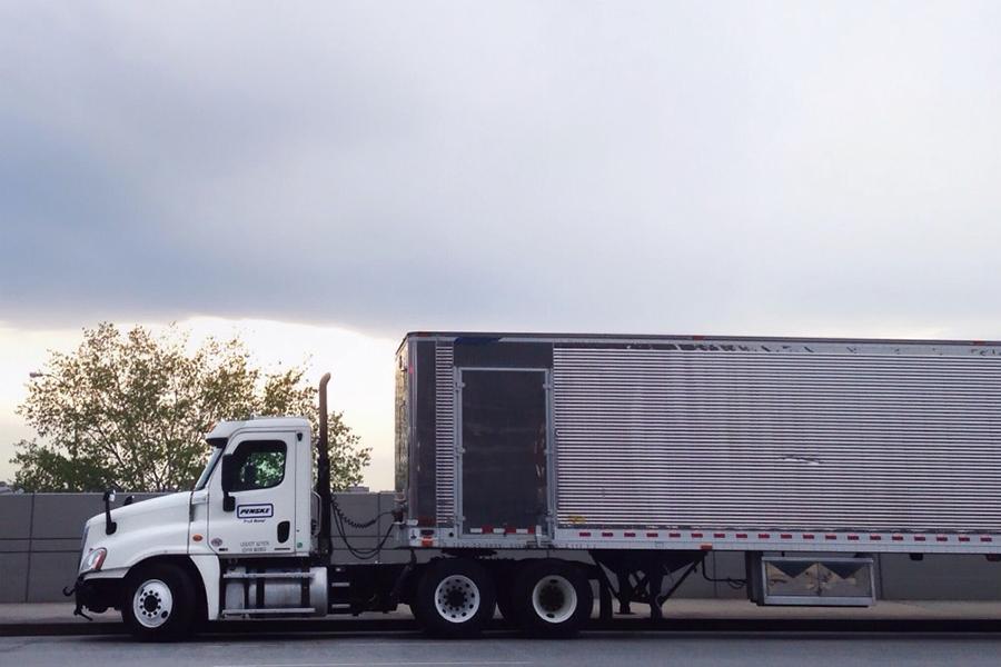 cargo-truck_t20_1WY8BY.jpg