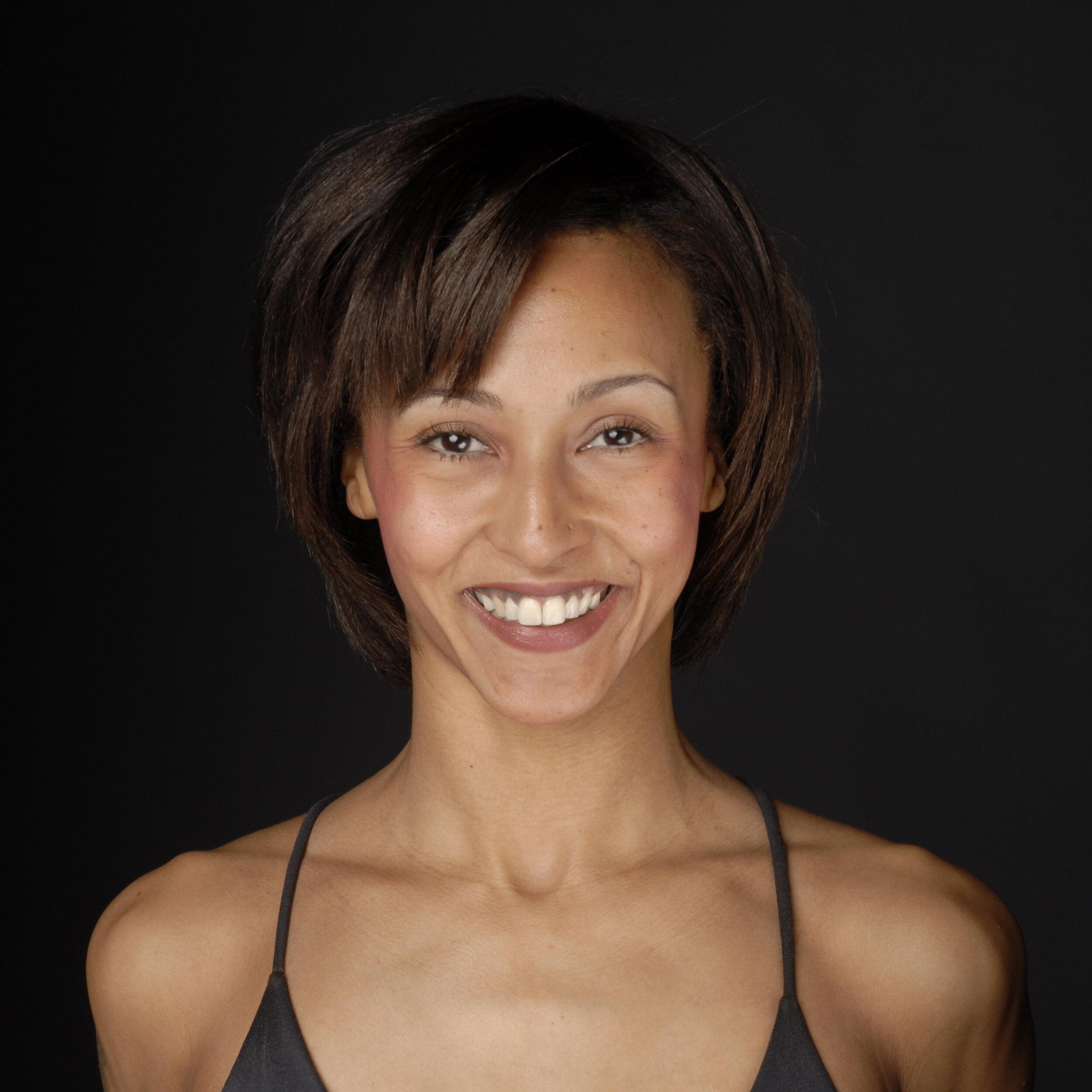 """Olive Ssembuze - Director E-RYT 500  Olive wurde in Bern geboren und verliess die Schweiz nach der Ausbildung an der Tanz - Theater Schule in Zürich, um als Tänzerin in New York zu trainieren und zu arbeiten. 1995 besuchte sie ihre erste Hatha Yoga Klasse und begann regelmässig zu üben.1999 wurde sie von einer Freundin zu einer Vinyasa Flow Klasse mitgenommen und fand in diesem dynamischen Yoga Stil, ihr Zuhause. Olive absolvierte auch die William Esser Schauspielschule in NYC, Terry Knickerbocker und fand eine Agenten/ Manager in Los Angeles und verbrachte auch 18 Monate dort. In dieser Zeit besuchte Olive regelmässig Brian Kest's Klassen. Nach zehn Jahren Amerika, kam Olive 2003 zurück nach Zürich und begann wieder zu tanzen (Mr. Schweiz, Prix Walo, TV ), zu choreographieren und Yoga zu unterrichten .AirYoga war ihr Zuhause für vier Jahre bevor sie in 2008 Yogalives gründete.Olive Ssembuze unterrichtet Yoga seit 14 Jahren täglich und wird oft auch""""teachers teacher"""" genannt. Ihre Yogalehrer-Ausbildung 200 hours absolvierte Olive bei Annie Carpenter,YogaWorks - Los Angeles und die +300 bei Joan Hyman YogaWorks in 2012. Zurzeit ist Olive in der Yoga Tune Up - Certification Level 1 Ausbildung."""