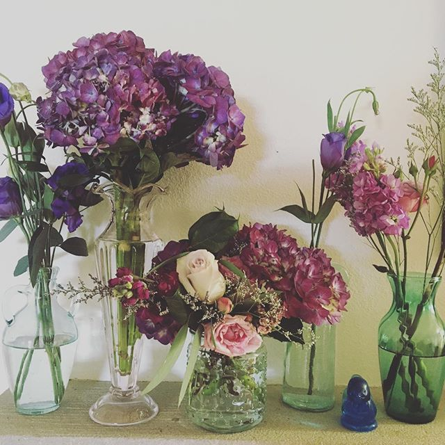 Leftover wedding flowers are the best!  Pantone's Ultra Violet loud and proud this spring. I need to get clipping the blooming lilacs. @amaranthfloralstudio thank you for the hydrangeas-  #weddingflowers #weddingplanner #ultraviolet #freshblooms