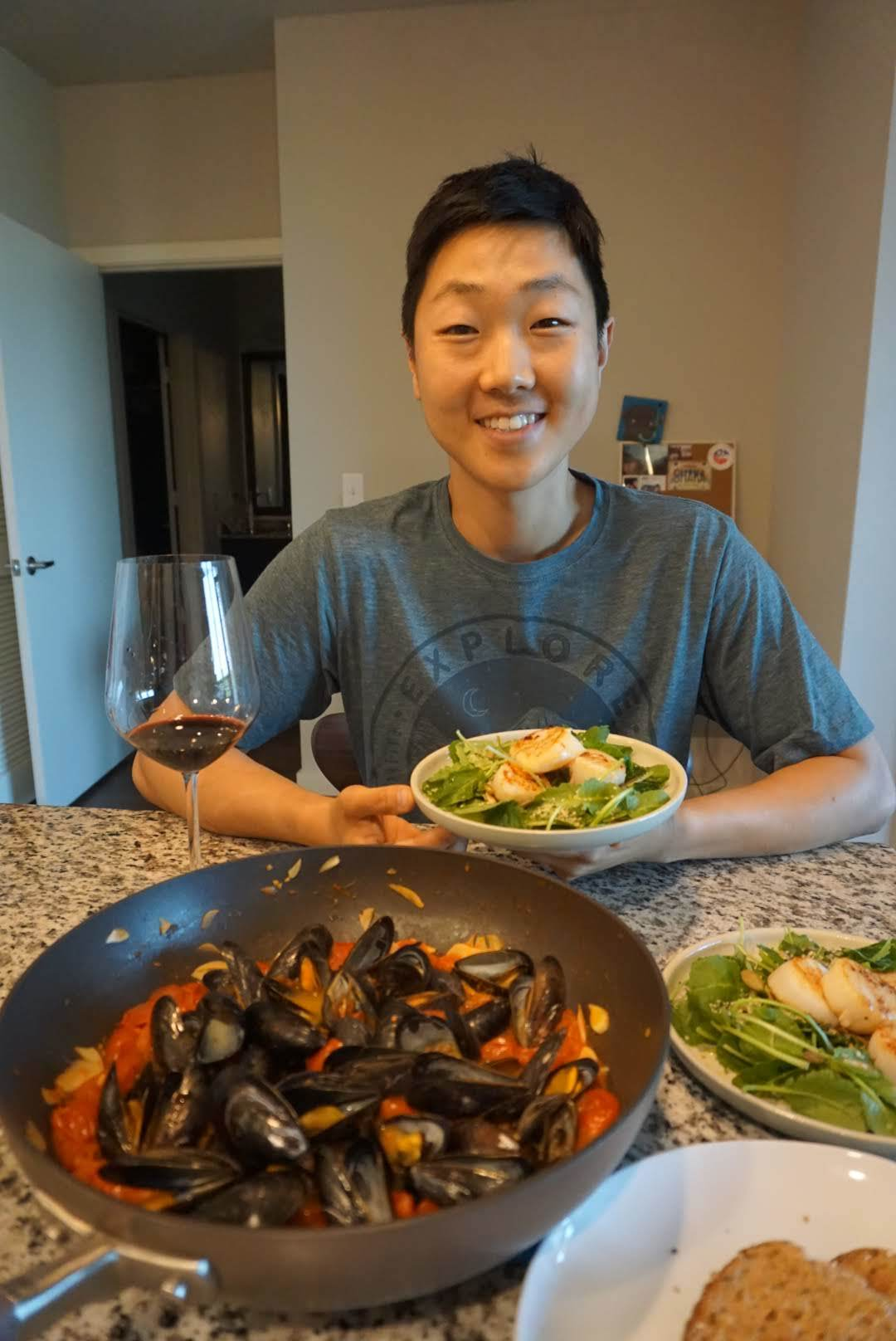 Seared scallops salad and mussels in tomato sauce