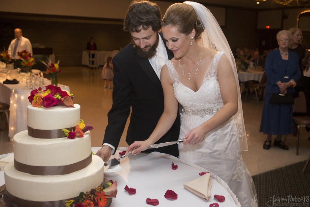 2644f4b8c31aa664-018_vermilion-ohio-wedding_JustinaRoberts.jpg