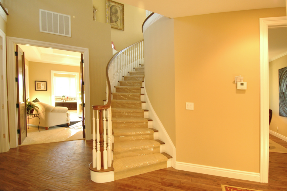 06 TWINOAKS STAIR.png