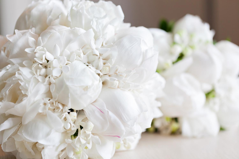 wedding-0252-flowers-bouquets-white-simple-australia.jpg