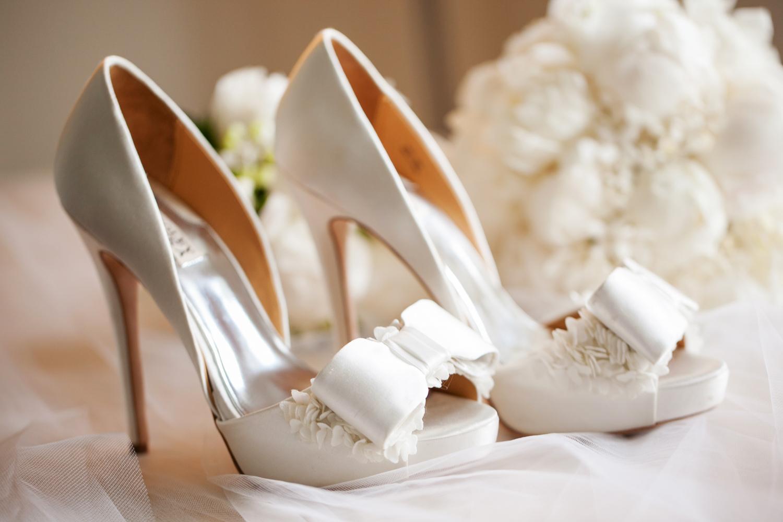 wedding-0253-shoes-heals-bridal-flowers-brisbane.jpg