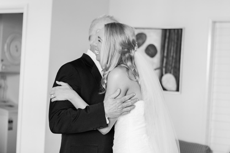 wedding-0257-moments-hugs-dad-queensland.jpg