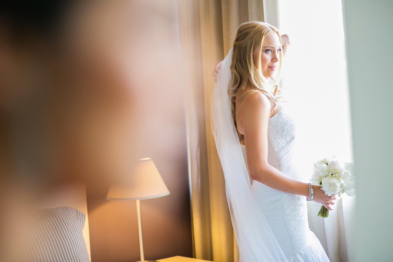 wedding-0258-veil-white-flowers-blond-australia.jpg