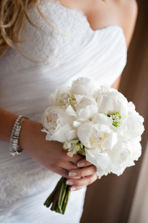 wedding-0259-bouquets-peonies-white-flowers-bride-brisbane.jpg