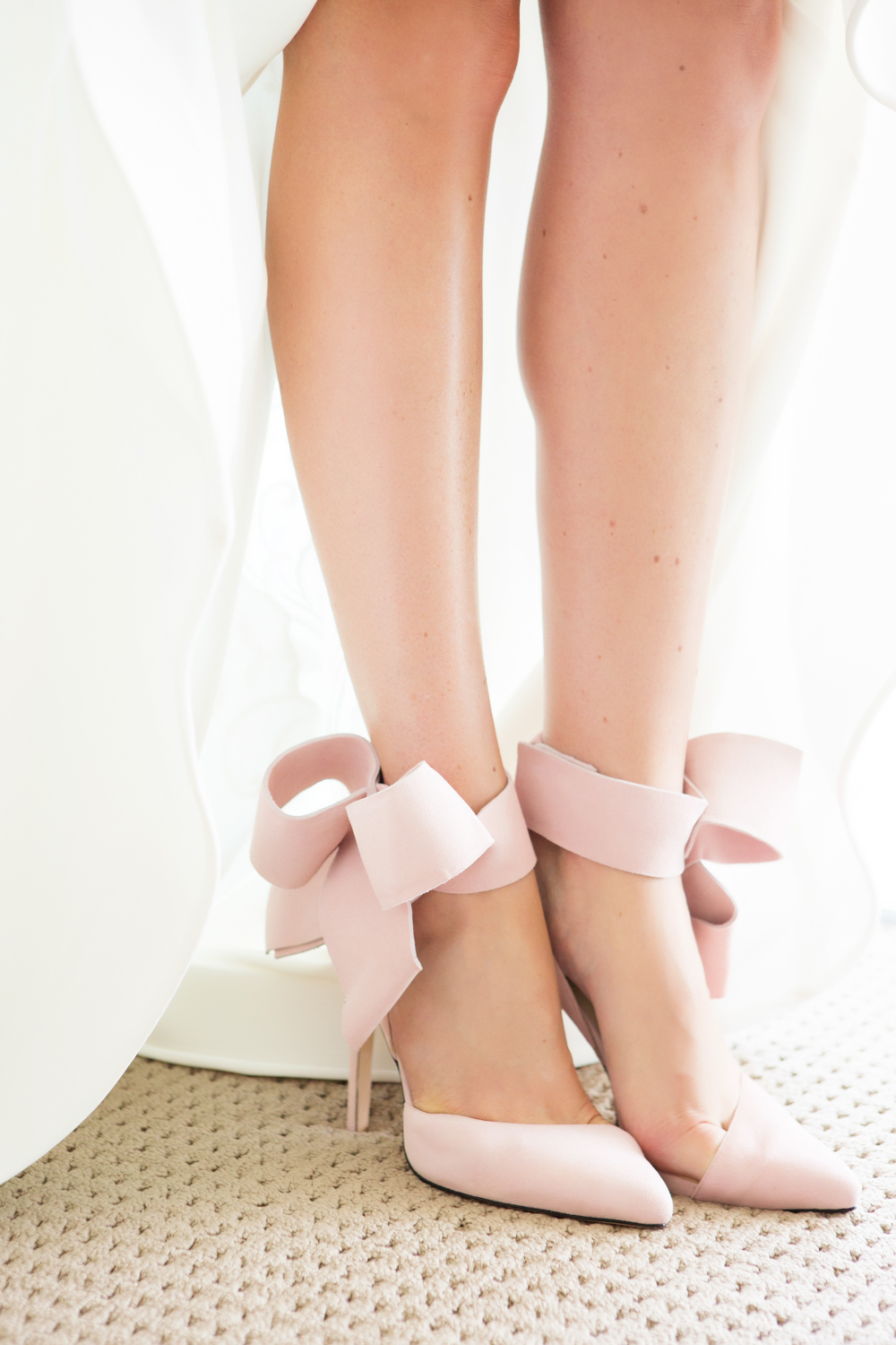 wedding-0116-shoes-pink-bridal-bow-heals-queensland.jpg