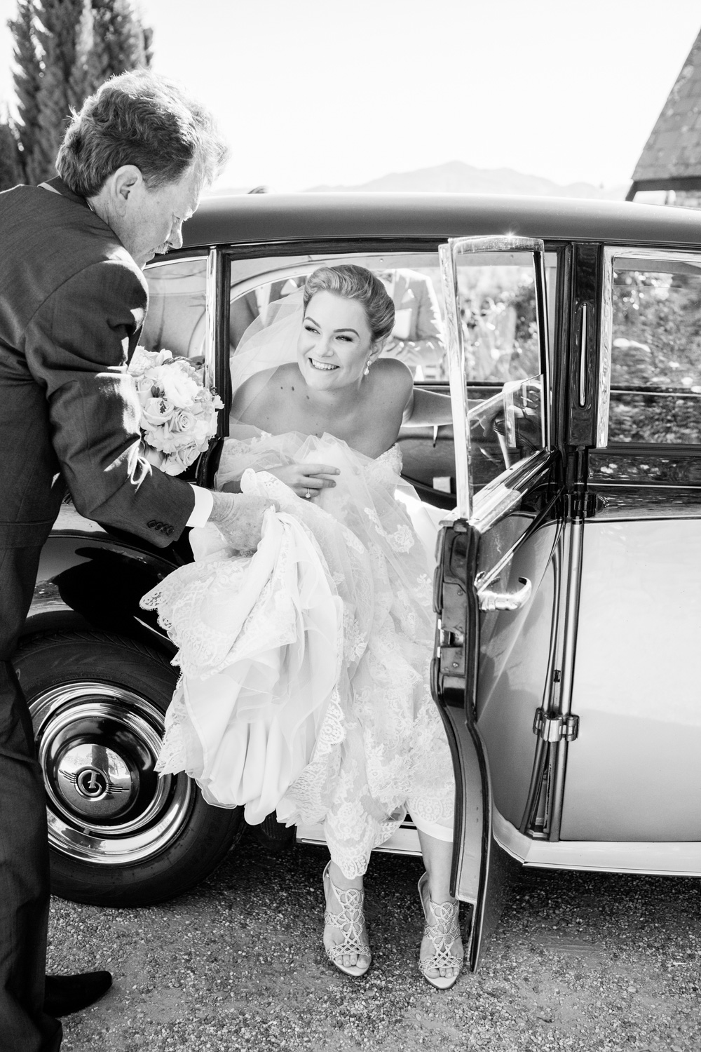 wedding-0323-vintage-car-bride-arrival-queensland.jpg