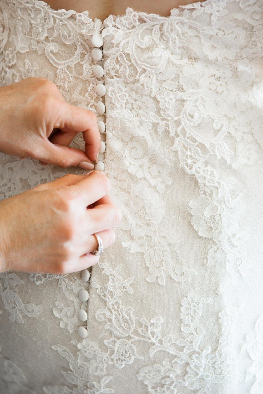 wedding-0427-buttons-lace-gown-dress-brisbane.jpg