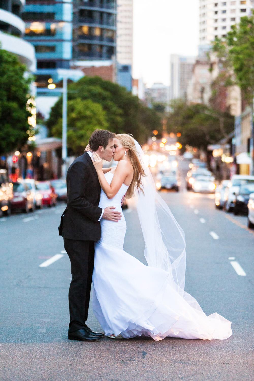wedding-0586-city-street-kiss-lights-brisbane.jpg