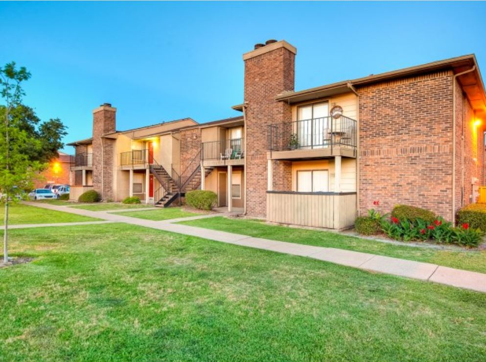 Pine Oaks Apartments in Mesquite, TX
