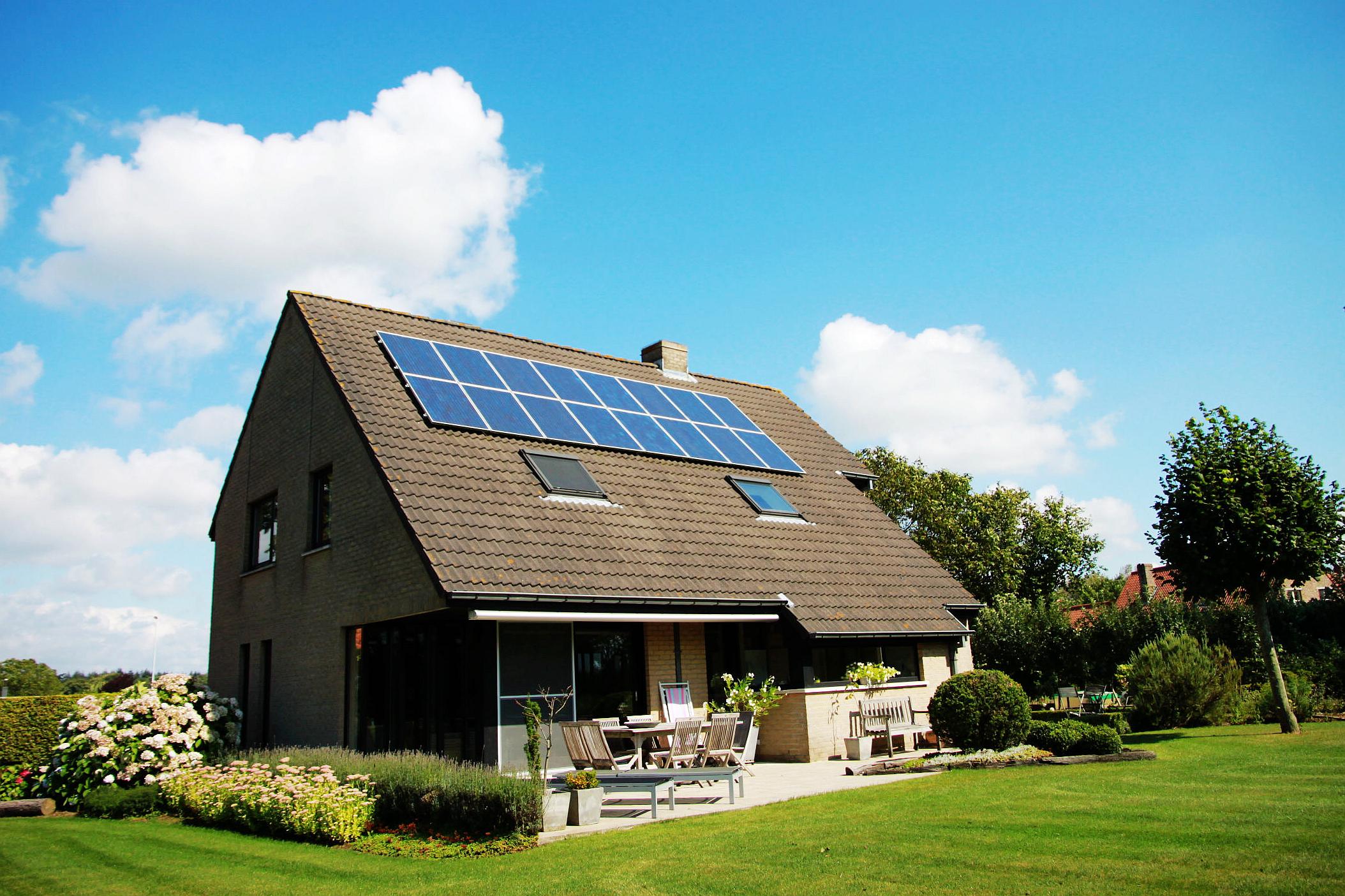 solar-power-clean-energy-rooftop-solar-installations-solar-panels-belgium-solar-panels-on-roof_t20_yvelY6.jpg