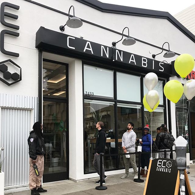 First customers in line! 🎊💚🌱 OAKLAND -We are open for business!!! 🍾🌱🌱🌱🌱