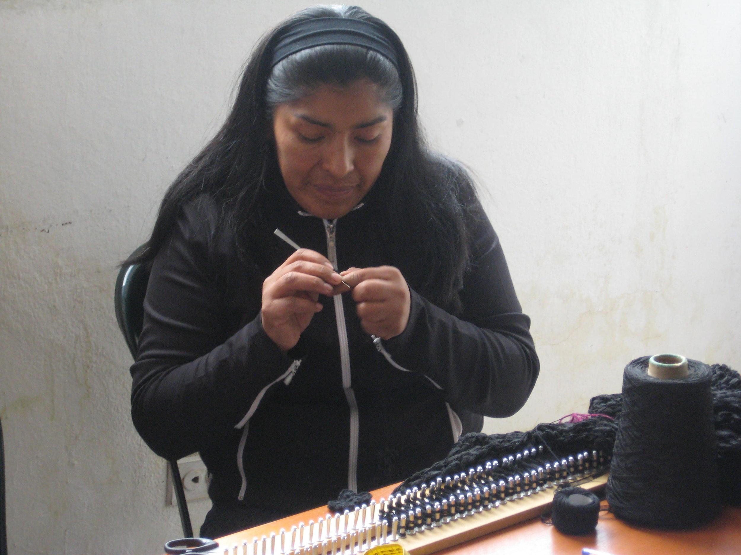 Ruth Vele, Knitter