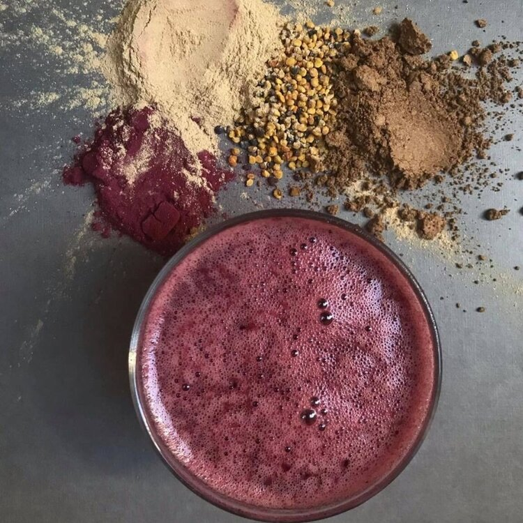 A smoothie of reishi, carrot, apple, blueberries, bananas, dates & spinach