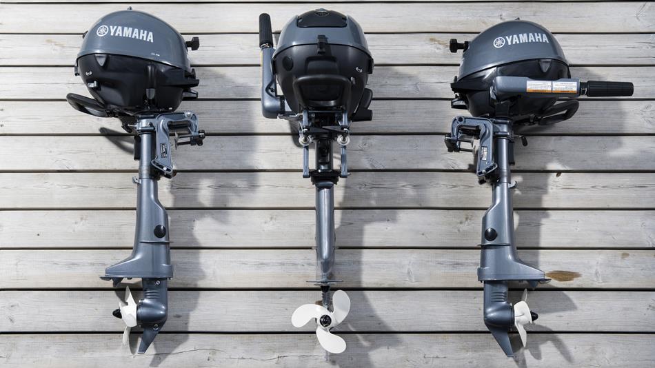Yamaha Aussenborder  Der japanische Hersteller für Bootsmotoren und Motorräder ist seit Jahrzehnten bestens bekannt für die hervorragende Qualität seiner Motoren. Yamaha Bootsmotoren gelten heute als zuverlässig & leistungsstark. Die Außenborder von Yamaha® werden in verschiedenen Ausführungen produziert, von kleinen, tragbaren Modellen ab 2,5 PS mit Pinne und Handstart bis hin zu richtigen Kraftpakten mit elektrohydraulische Trimm- und Kippanlage und bis zu 350 PS. Aber auch drei Elektromotoren für Boote hat Yamaha im Angebot.  Yamaha Außenborder auf der Hersteller-Website ansehen.