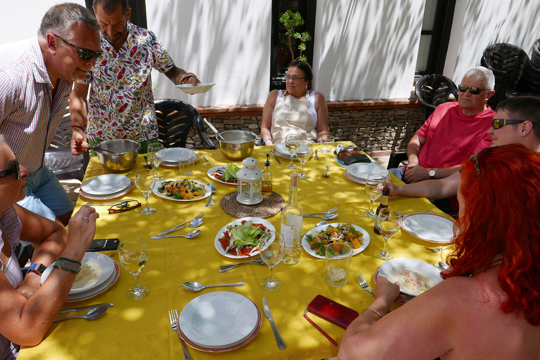 GC_Cookery_courtyard lunch3.jpg