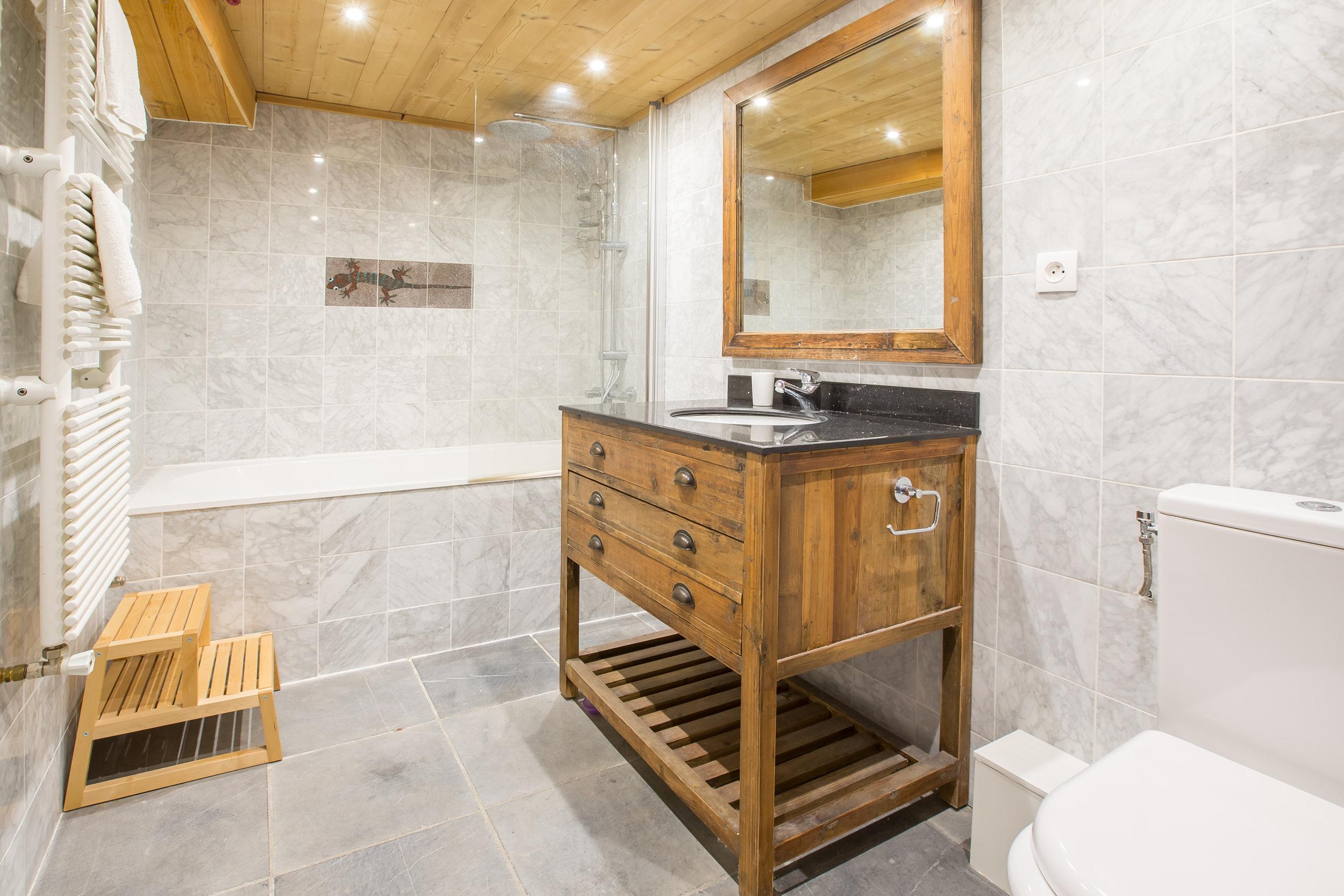 Shower and bath-1.jpg