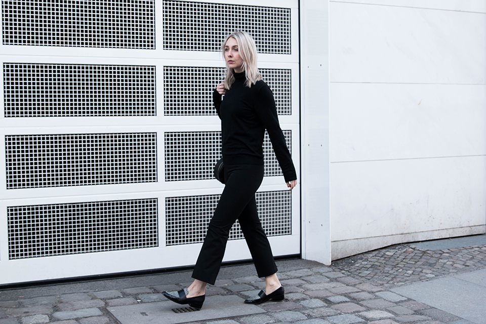 noa-noir-fashion-outfit-all-black-minimal-style-inspiration-monochrome-look-marble-scarf-minimalist-blogger-2.png