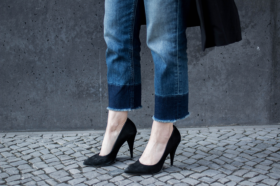 noa-noir-fashion-outfit-all-black-cropped-fringed-denim-minimal-streetstyle-inspiration-3.png