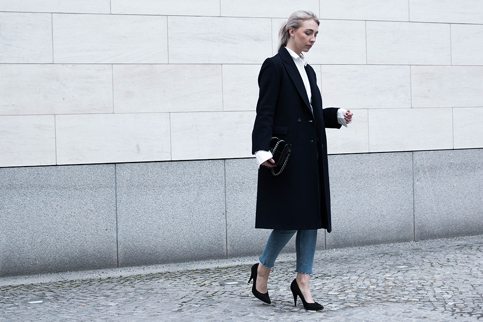 noa-noir-fashion-outfit-fringed-denim-oversized-bell-sleeve-shirt-minimal-style-inspiration-2.png