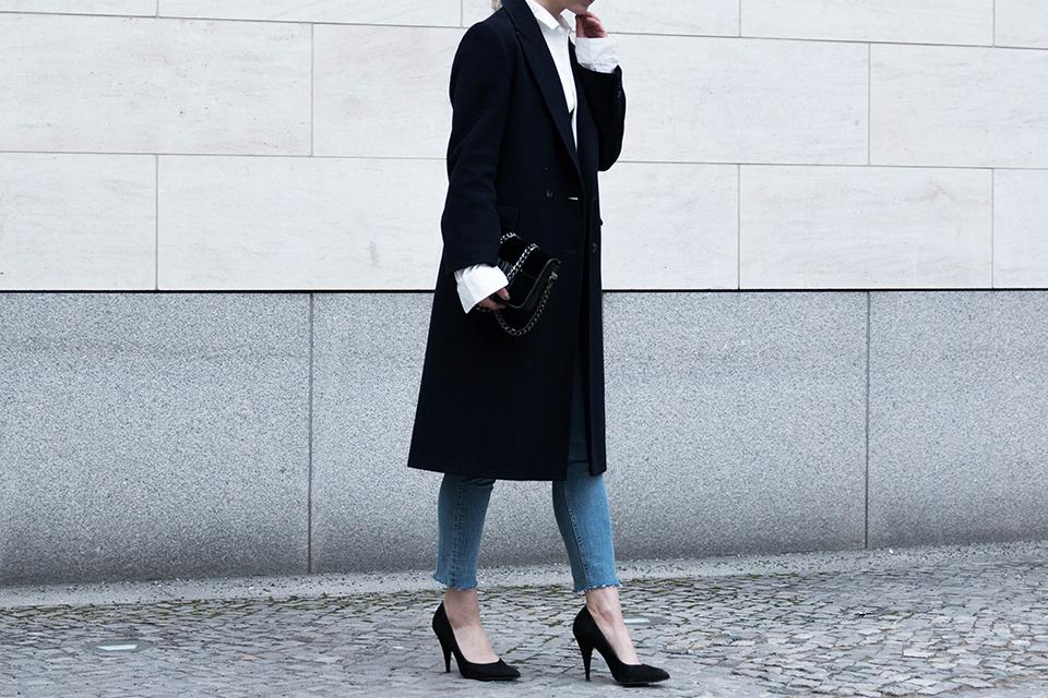 noa-noir-fashion-outfit-fringed-denim-oversized-bell-sleeve-shirt-minimal-style-inspiration-3.png