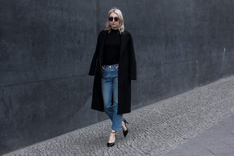 noa-noir-fashion-outfit-vintage-levis-501-all-black-ankle-strap-heels-scandinavian-style-4.png