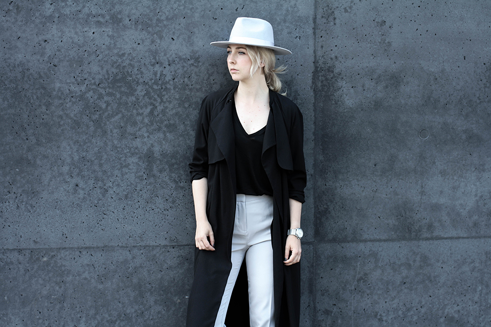 noa-noir-fashion-outfit-monochromatic-look-with-hat-minimalist-style-inspiration-black-and-grey-4-1.png