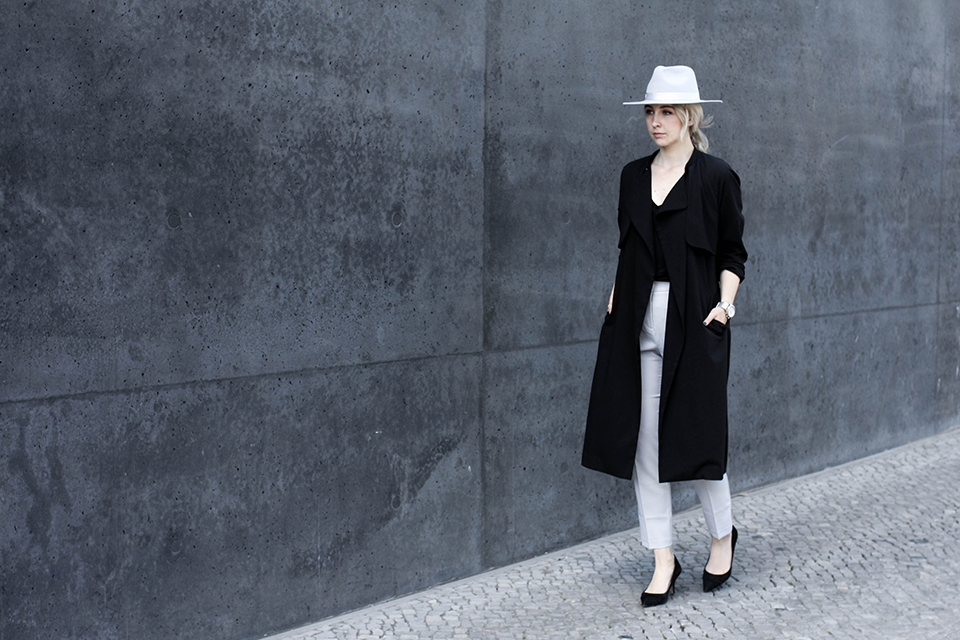 noa-noir-fashion-outfit-monochromatic-look-with-hat-minimalist-style-inspiration-black-and-grey-2-1.png