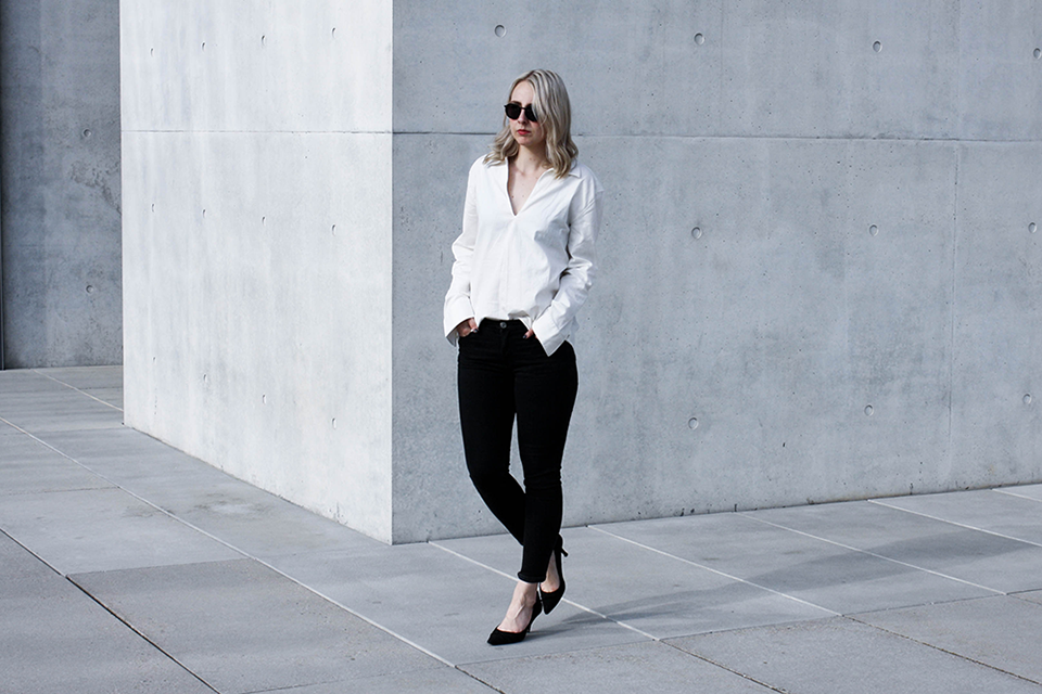 noa-noir-fashion-outfit-monochromatic-look-oversized-sleeves-minimalist-style-blogger-inspiration-3.png