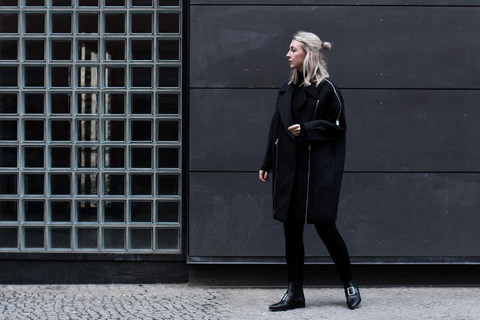 noa-noir-fashion-outfit-all-black-monochrome-minimal-style-asos-zign-scandivian-streetstyle-7-1.png