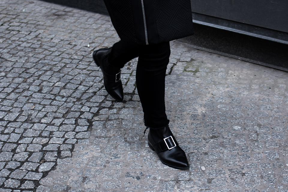 noa-noir-fashion-outfit-all-black-monochrome-minimal-style-asos-zign-scandivian-streetstyle-4.png