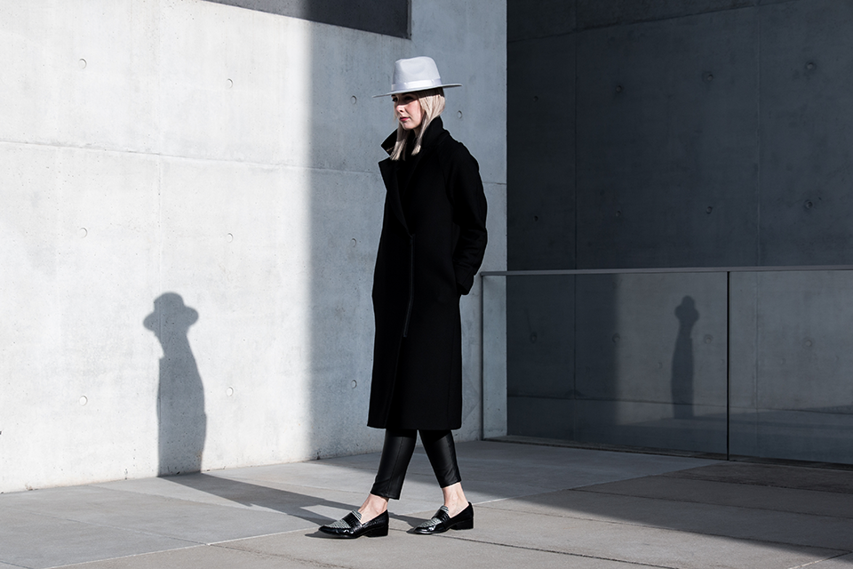 noa-noir-fashion-outfit-all-black-minimal-style-inspiration-lack-of-color-hat-loafers-1.png