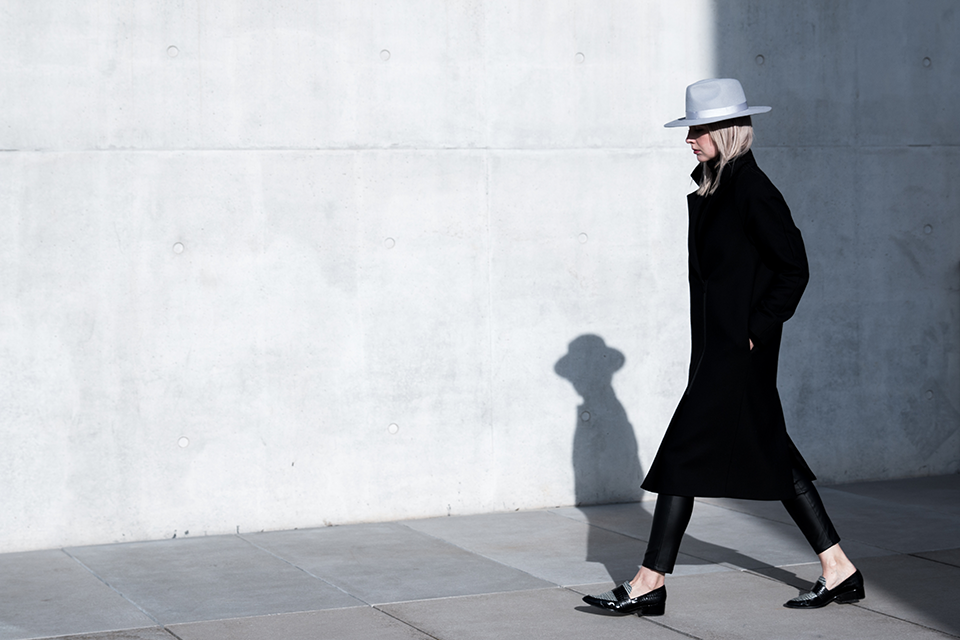 noa-noir-fashion-outfit-all-black-minimal-style-inspiration-lack-of-color-hat-loafers-3.png