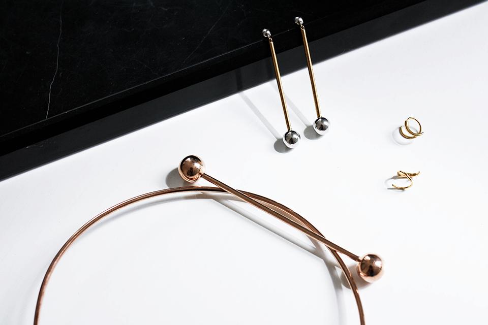 noa-noir-fashion-minimal-jewellery-maria-black-marble-minimalist-style-1.png