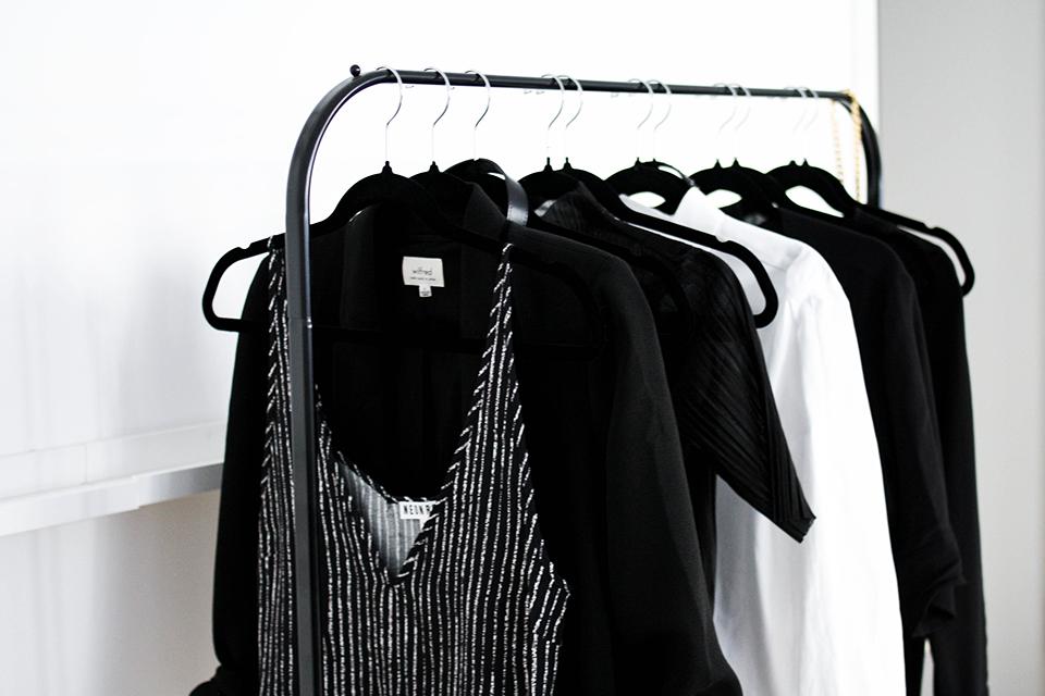 noa-noir-fashion-outfit-minimal-wardrobe-style-inspiration-monochromatic-looks-berlin-fashion-week-minimalist-streetstyle-2.png